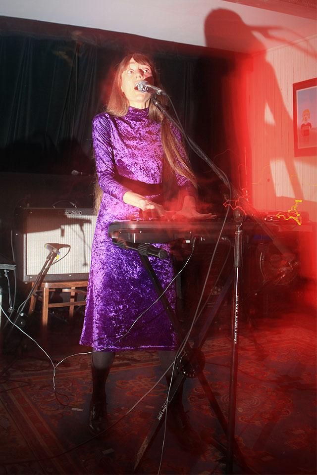 Jaune comme tes dents est allé au lancement du nouvel album de MENACE RUINE le 29 septembre MMXII à la Casa del Popolo, Montréal p.Q.