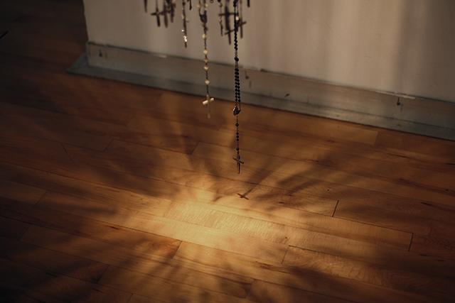 JENNIFER SMALL, détail de A Thousand Prayers for Anna, 2011, mixed media
