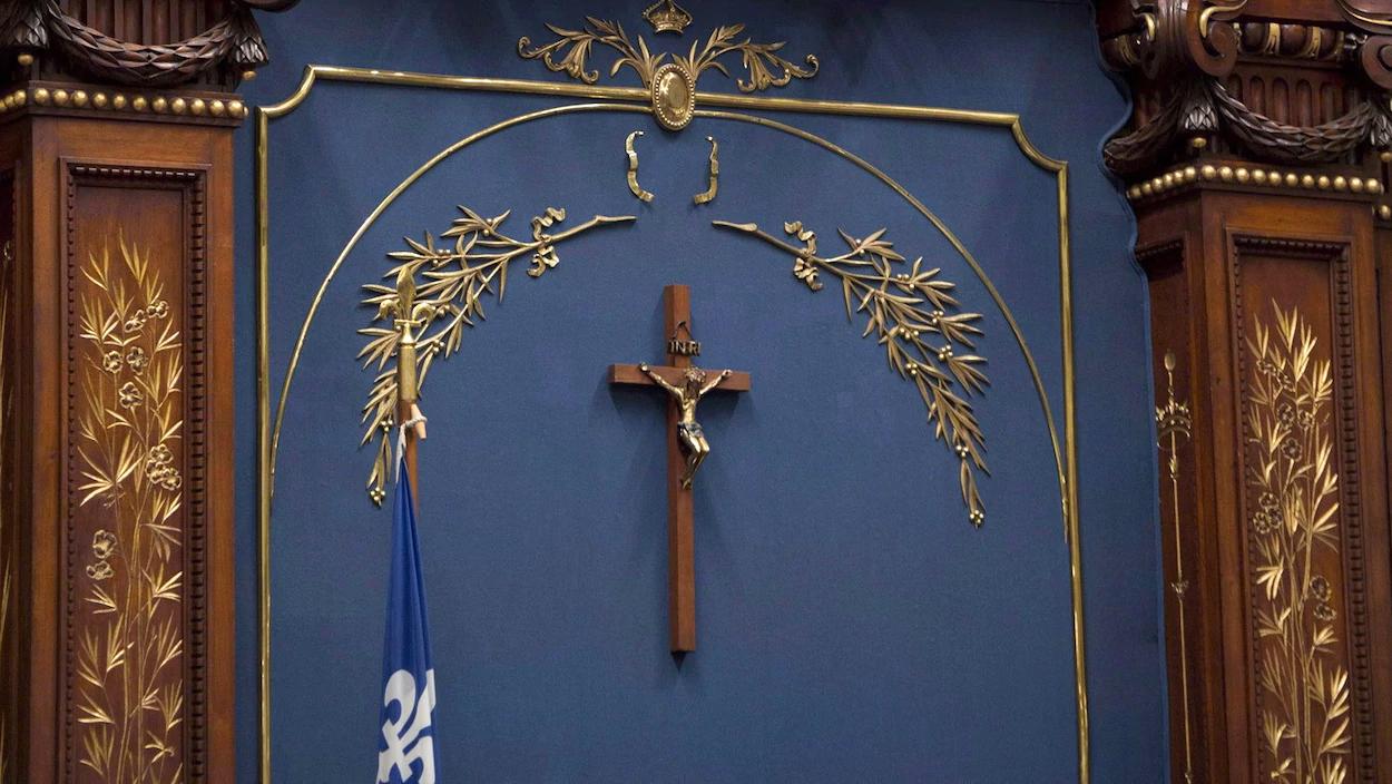 Le retrait du crucifix du Salon bleu adopté à l'unanimité